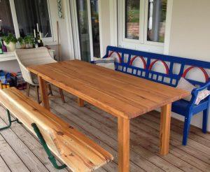 Tisch von Matthias Kroth fuer Aussenbereich